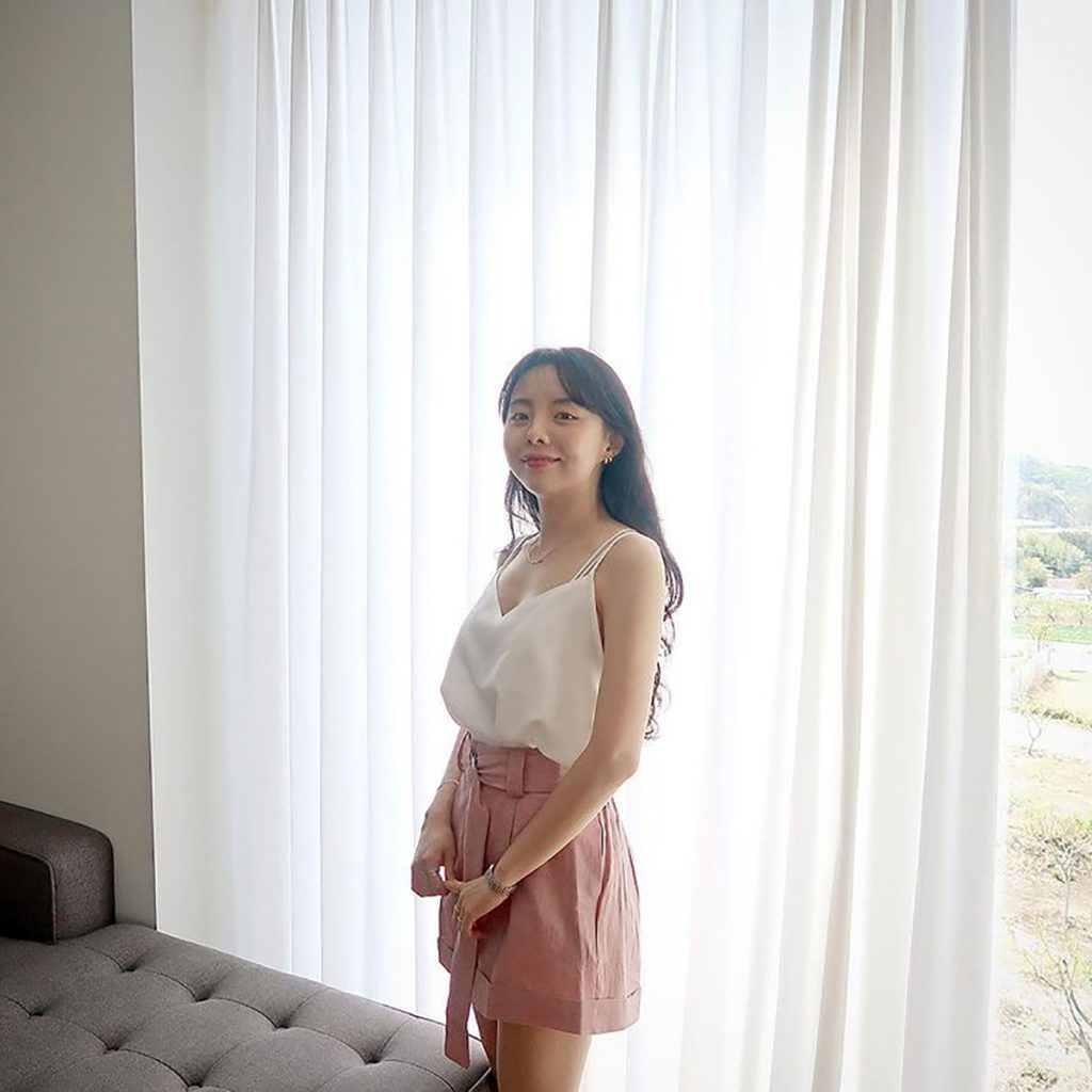韓系綢緞面低胸背心